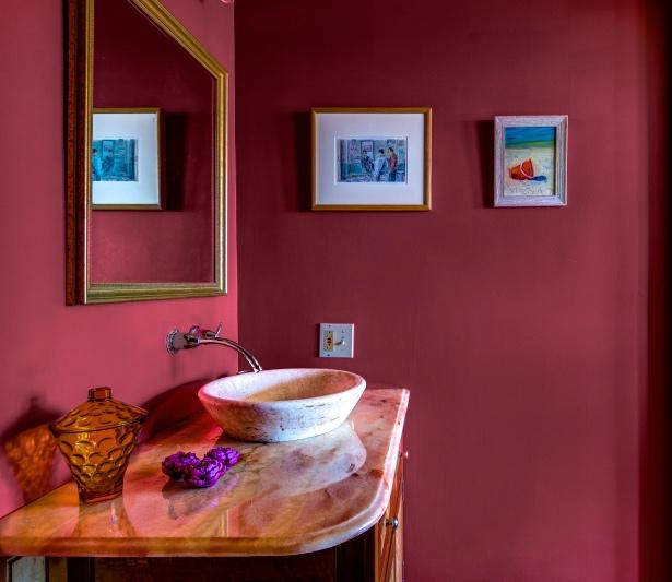 Garnet bathroom
