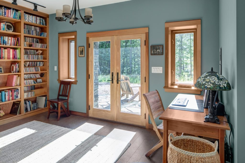 How to choose paint color for rooms with wood trim
