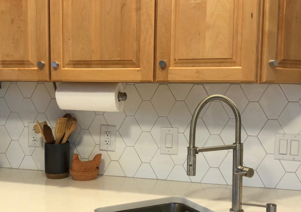 How to Choose the Perfect Grout Color for your Tiles - Amykranecolor.com